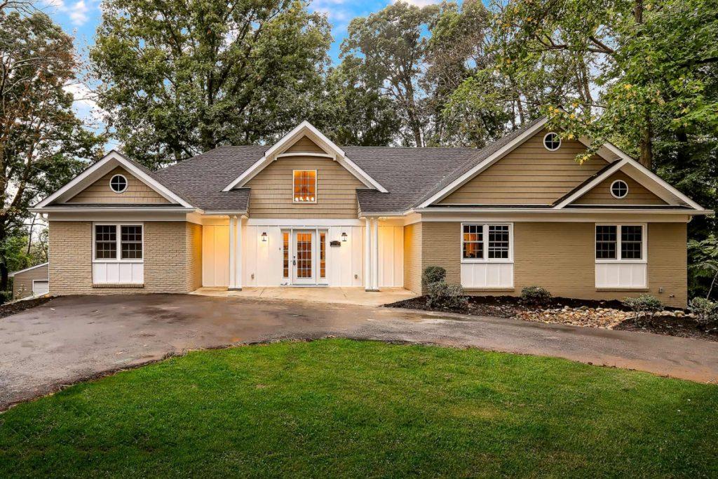 CR Newly Renovated House Knoll Circle